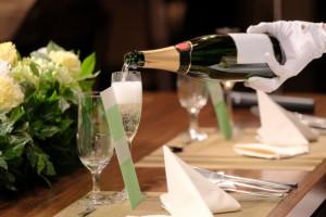 シャンパン噴き出す